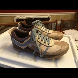 Women's leather pony dash tennis shoes sz 8